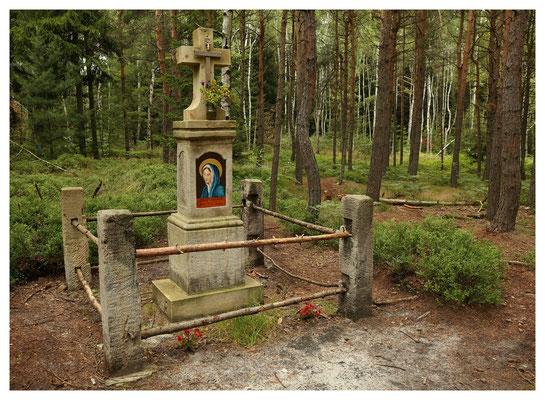 versteckt am Wegesrand: das Eiländer Kreuz von 1820