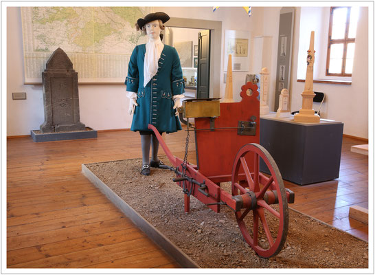 Ausstellung zu den kursächsischen Postmeilensäulen