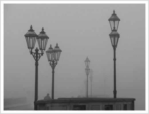 Nebelmorgen auf der Stadtbrücke