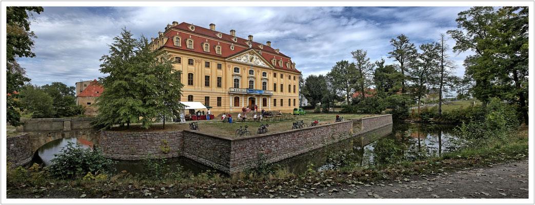 Schloss Wachau von vorn...