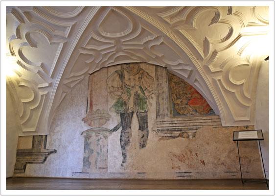 ...mit Malerein aus alten Jahrhunderten.