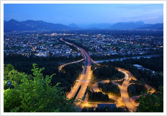 blaue Stunde im Alpenrheintal