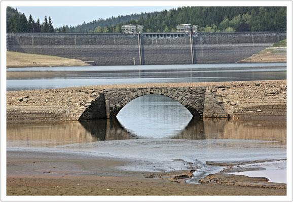 Brücke und Staumauer - mal sehen, wann dieses Motiv wieder möglich ist