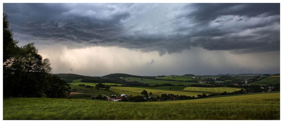 ...und brachte Blitz, Donner und Regen mit