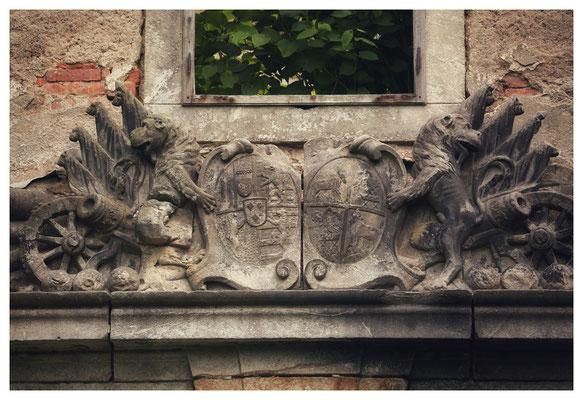 Wappen über dem Hauptzugang