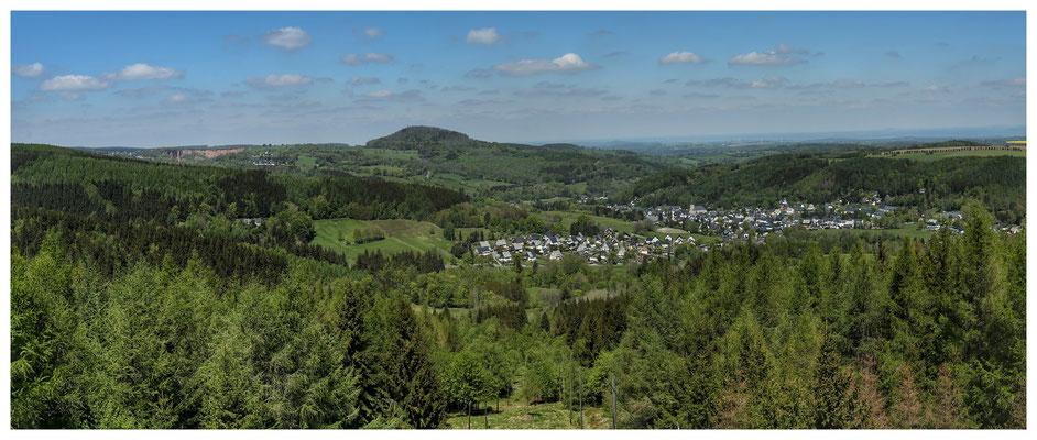 geschafft: Aussicht von der Kohlhaukuppe zum Geisingberg