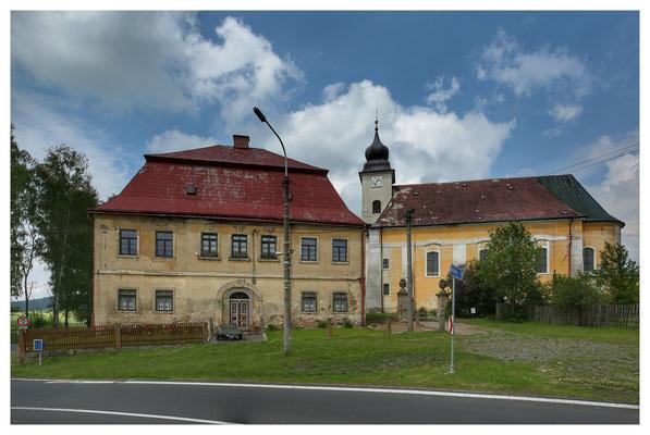 Pfarrhaus und Kirche in Lobendbau