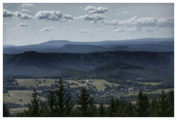 Blick vom Turm über das Elbsandsteingebirge