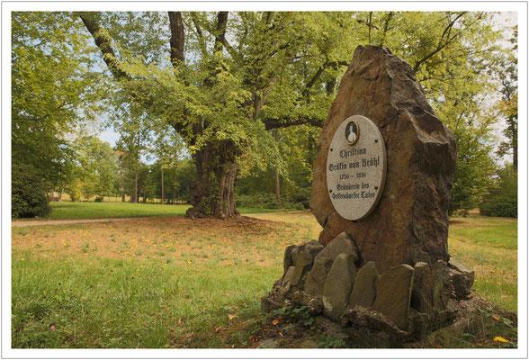Gedenkstein im Schlosspark
