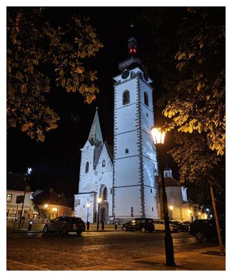 Der 72 Meter hohe Kirchturm ist das höchste Gebäude der Stadt.