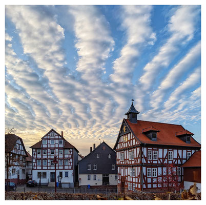 Nachmittagshimmel über dem Marktplatz von Borken.