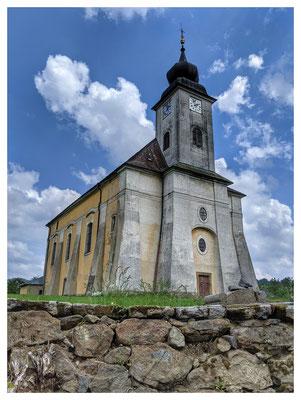 ein wuchtiger Bau: die Kirche in Lobendau (1796)