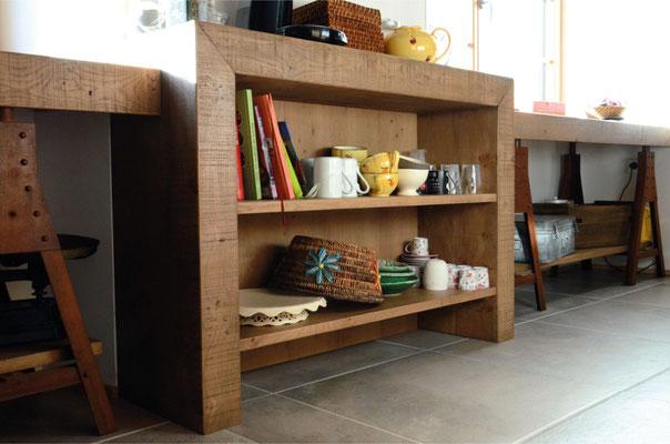 cuisine, atelier, chêne clair, bois massif, acier oxydé , iron corten, établi, trétaux, étagères, rivets