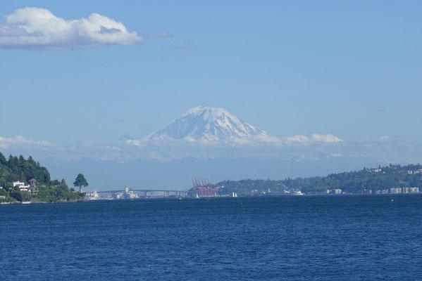 Der Mt. Rainier wacht über die Stadt