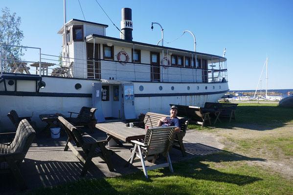 toller Übernachtungsplatz mit Schiffs-Bar