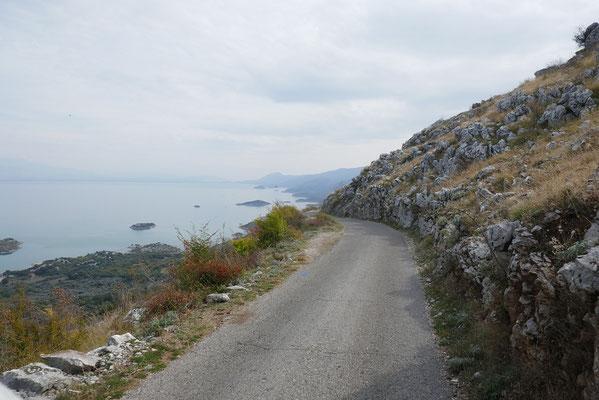 Klosterstraße um den Skadar-See