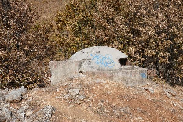 Impressionen aus Albanien - einer der unzähligen Bunker