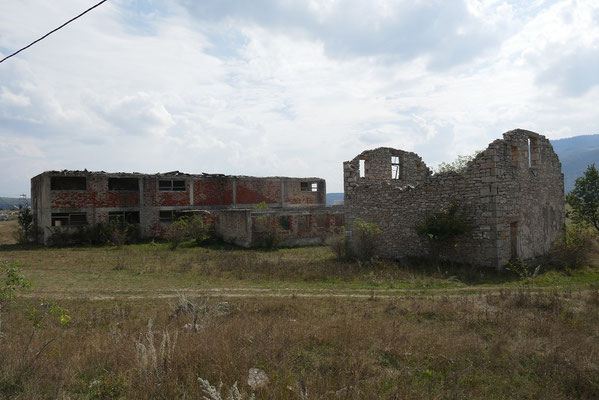 immer wieder sahen wir leerstehnde, zerfallene Häuser