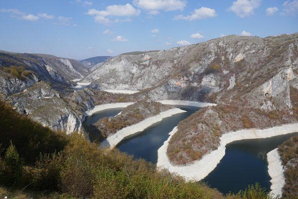 traumhafte Aussicht auf den Uvac Fluss