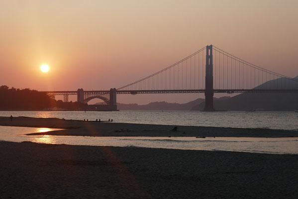 Baden bei Sonnenuntergang am Crissy Beach
