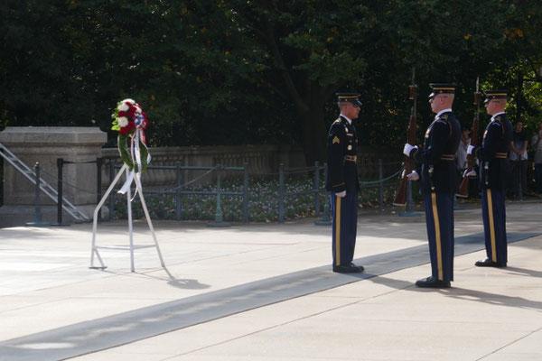 Wachablöse am Grab des unbekannten Soldaten