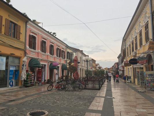 Shkodra - schöne Fußgängerzone