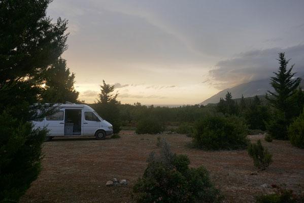 Übernachtungsplatz im Olivenhain