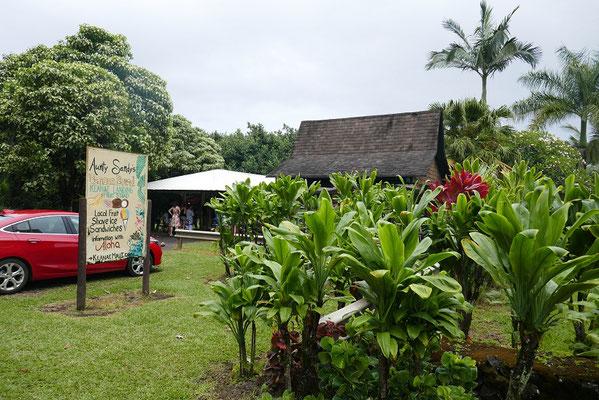 Impressionen vom Hana Highway - Bananenbrot-Stand