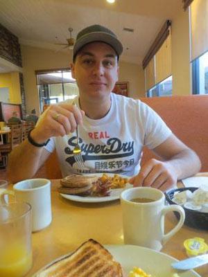Erstmal frühstücken :)
