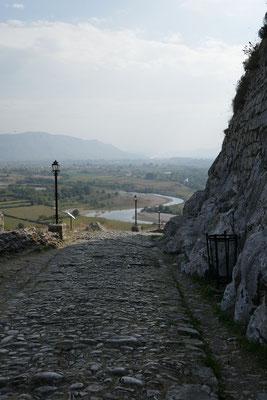 Abstieg von der Burg Rozafa in Shkodra