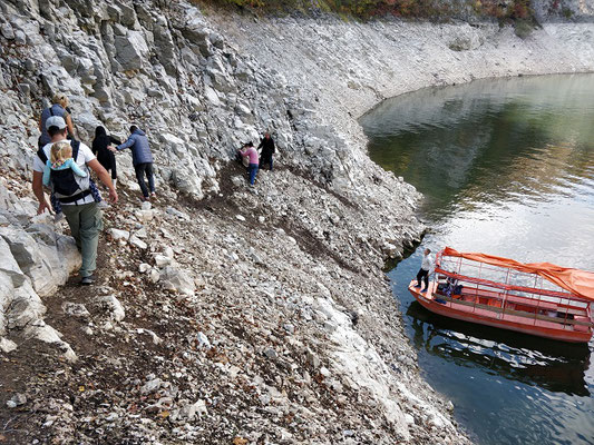 Uvac Fluss - Abstieg vom Aussichtspunkt