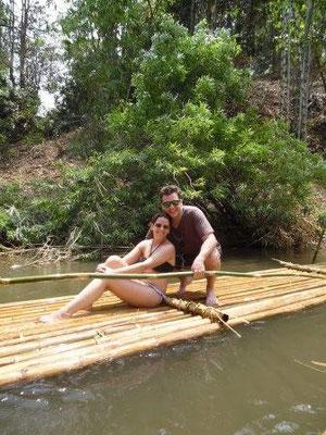 Bambusfloß-Fahren