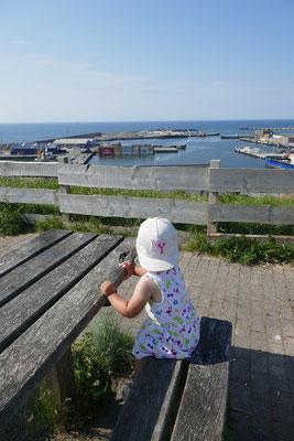 Pause mit Blick auf Containerhafen