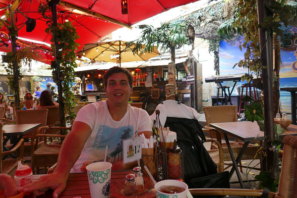 Tiki-Bar am Abend