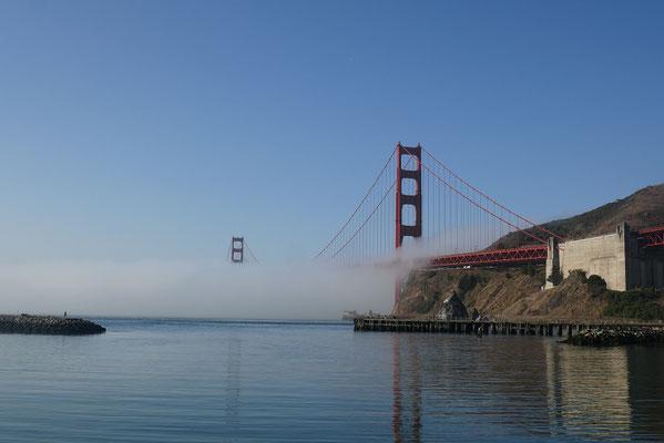 endlich sahen wir die berühmte Brücke auch einmal kurz im Nebel ;)