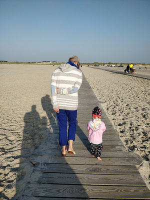 mit Oma Gaby in Sankt Peter Ording