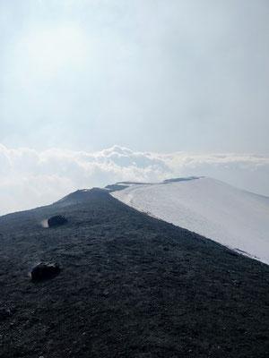 Vulkan Ätna - auf dem Kraterrand