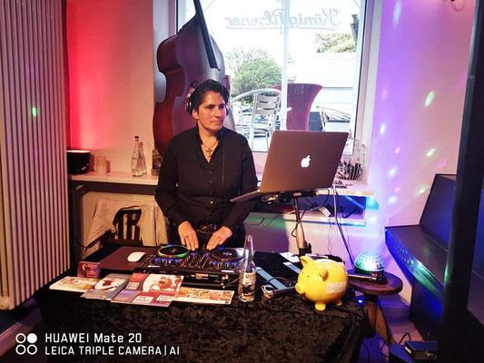 DJane Denise L# im Tango Chocolate Tanzschule HH_ St. Georg - TanzTakt 1x im Monat (Pic by Denise Lau)