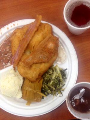 Choctaw Wild Onion Dinner  (Frühöingsgericht) mit wilden Zwiebeln, Schweinefleisch, Frybread und Cornbred