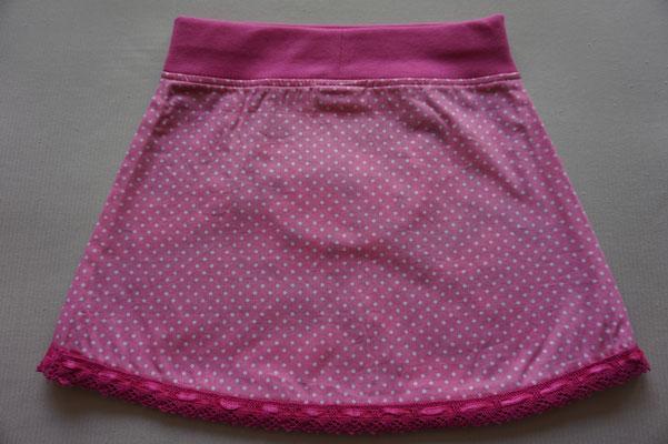 Achter: Panda's, rokje met een zakje. De onderkant is afgewerkt met een roze sierrandje. Artikelcode: 80-020.