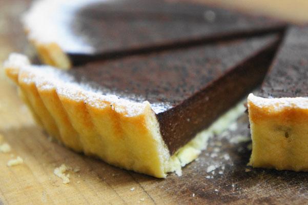 チョコタルト ; クーベルチュールチョコスイートを使ったリッチなチョコタルト。砂糖は使わずにコーヒーを少量加えたほろ苦い大人の味わい。バレンタイン時期が主ですが、暑い時期以外は時々メニューに並びます。