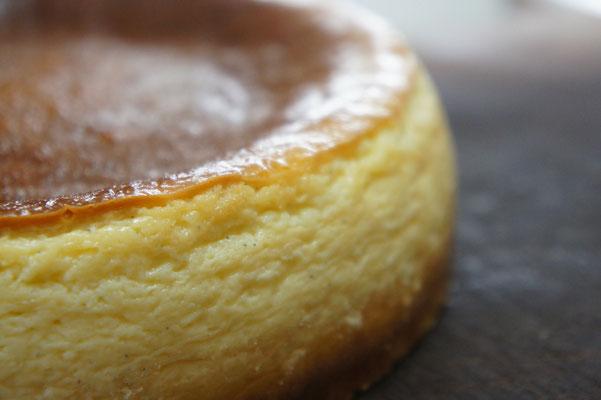 クラシックスタイルのチーズケーキ(ホール)