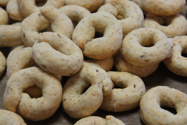 チャンベッレ(オリーブとワインのクッキー)