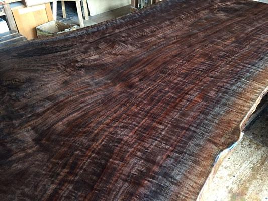 オレゴンブラックウォールナット 一枚板 縮み杢