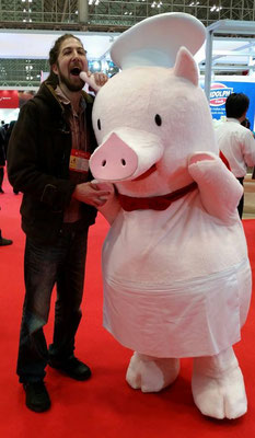 Chefs and Managers of restaurants should visit food shows to improve!  I visited Foodex Japan in Makuhari Messe, Chiba.  Don't worry, I left the porcine alive!