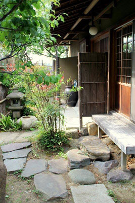 This is a great cafe that I used to cook at!  It is called Tsukikoya, and is a hidden gem!  つきこや, 浦郷