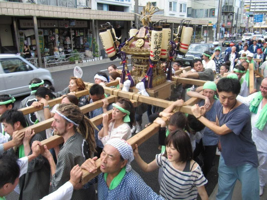 追浜まつり  Oppama Matsuri is the biggest event of the year for this town.  Everyone goes out and has a great time!