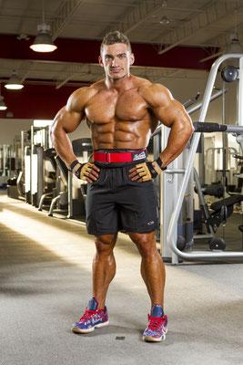 IFBB Pro Cody Montgomery with Schiek belt mit seinen Schiek Gürtel Modell 3004