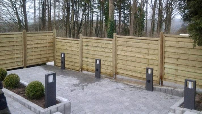 Pose de palissades en bois par BLS jardin
