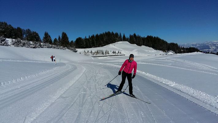 Tabea Ruegge's erste Kilometer auf den Langlaufski
